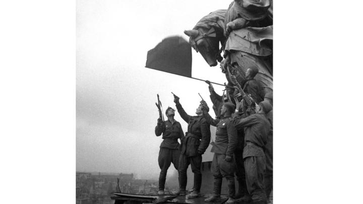 Россия - такой же агрессор, как фашистская Германия: Военный историк показал главную цель выпущенной в США монеты без СССР