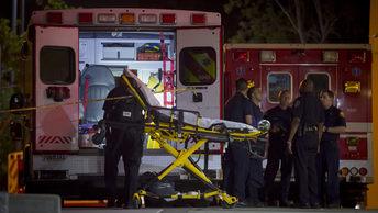 Люди выбивали окна, чтобы спастись: Известно о шести погибших при сходе поезда в США