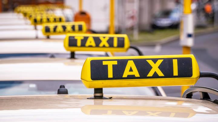 4500 на торпеду! Я тебе не доверяю!: Крымский таксист бросил семью с ребёнком посреди поля