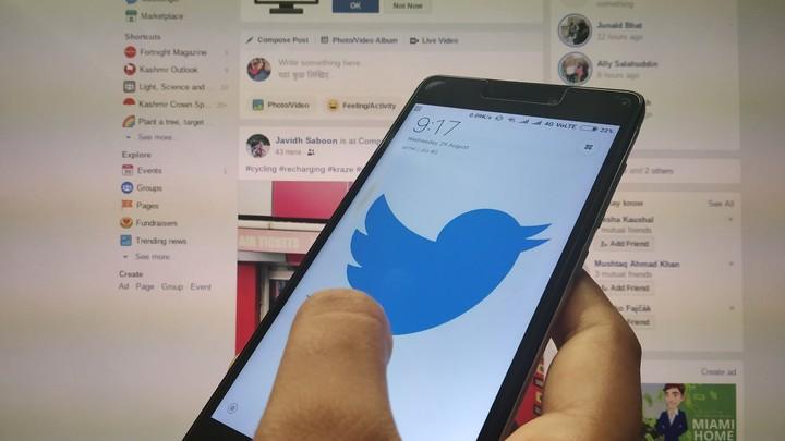 Роскомнадзор готовит претензию к Твиттеру и Фейсбуку