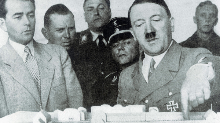 Вся Европа шла за Гитлером в «крестовый поход» против большевизма: трактовка истории от украинского политолога