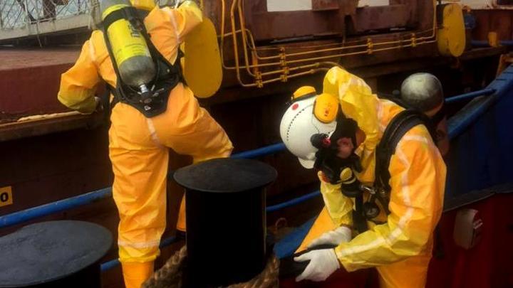 На турецком судне, откуда эвакуировали отравившихся моряков, устранили крен