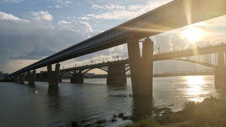 Мэр Новосибирска прокомментировал недоработки в проекте ремонта Октябрьского моста