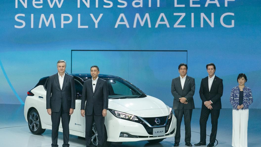 Электрокар Nissan Leaf сможет самостоятельно держаться в полосе и парковаться