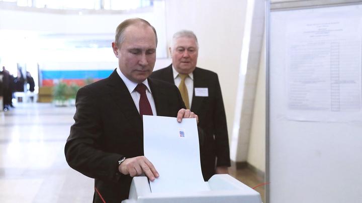 Обозреватель CNN рассказал, как кандидат Путин лишает молодежь будущего