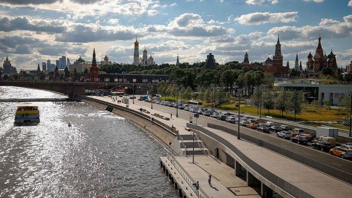 В метро Москвы бесплатно раздают воду из-за невыносимой 30-градусной жары