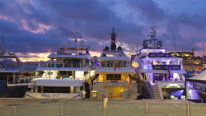 У берегов Канн во время фестиваля вычислили яхты русских олигархов