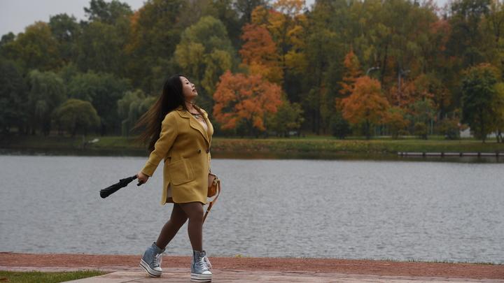 Тяжесть в ногах, ухудшение зрения: Терапевт предупредил москвичей об опасности грядущего аномального потепления