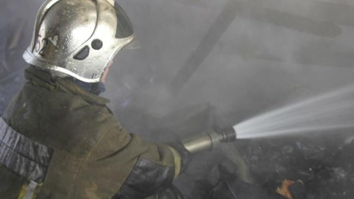 В Петербурге полыхал ангар на 450 квадратах: рабочий рассказал о возможной причине возгорания