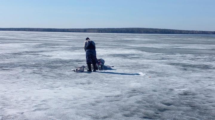 Десять рыбаков на Белоярском водохранилище Екатеринбурга провалились под лед