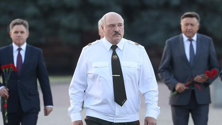 Не пытайтесь нас задушить! Вы опоздали, господа!: Лукашенко отреагировал на санкции Запада