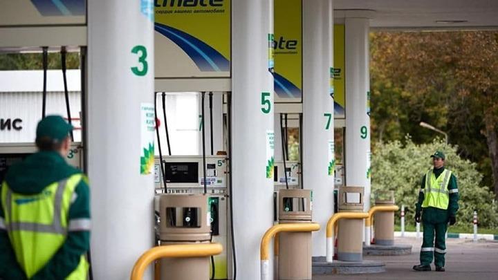 Пока заправляется авто: АЗС Роснефти внедряют финансовые услуги