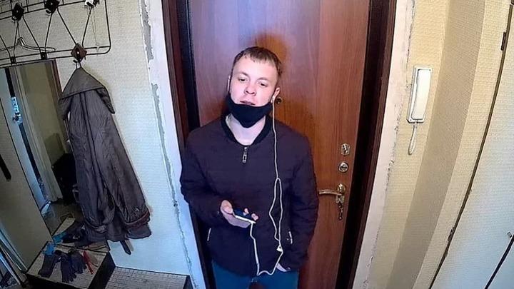 Телефонный мошенник, забравший у екатеринбурженки 80 тысяч рублей, попал на видео