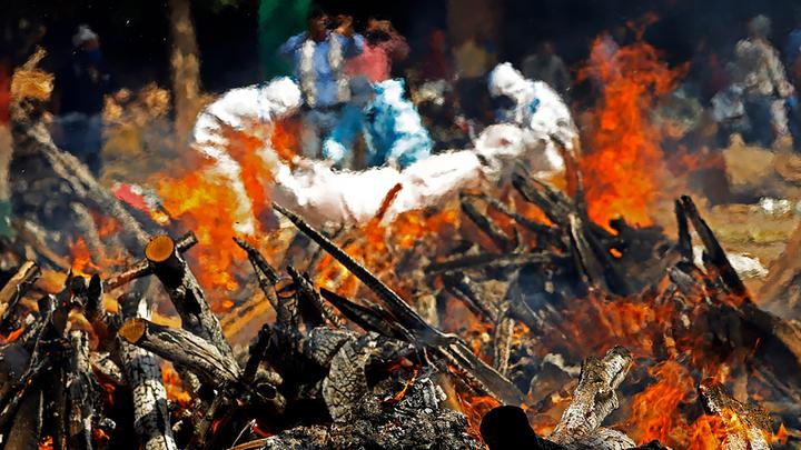 COVID-апокалипсис в Индии: поставлен суточный антирекорд по заболевшим