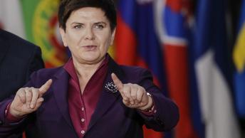 Польский премьер опустилась до угроз из-за обнародования провокационных фото