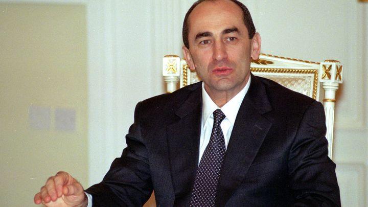 Хлопнул дверью и ушел: Арестованный экс-президент Армении не стал давать показания