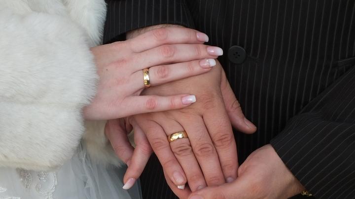 Миллион за соблазнение невесты: Бизнесмен решил устроить провокационный тест для своей девушки