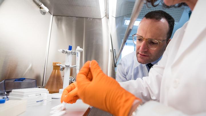 США создали более 200 военных биолабораторий, — Патрушев