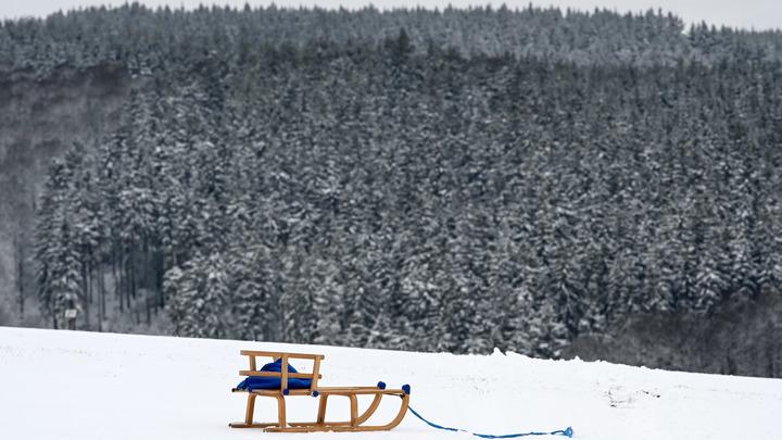 Скатился с горки и умер: На Камчатке детская забава обернулась трагедией