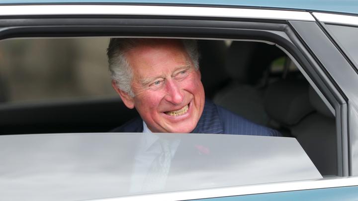 Виновата чесночная пицца: Продавец лишился чувств, когда с ним заговорил принц Чарльз