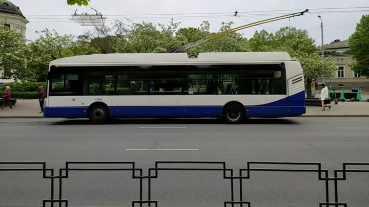 В Кемерове троллейбусы массово не вышли на линии из-за вакцинации водителей
