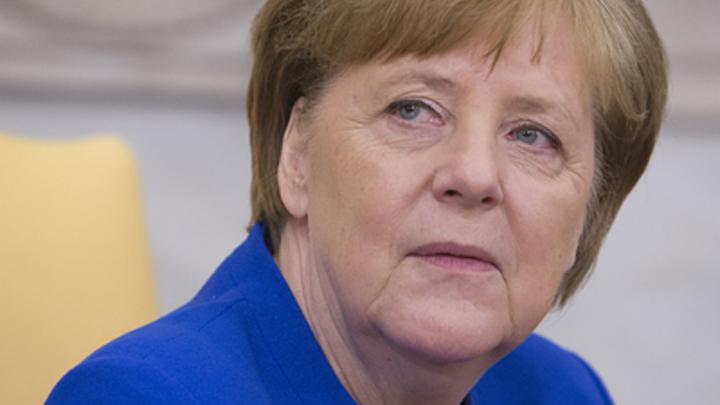 Обнажённая Меркель верхом покоряет русского медведя: Немецкая художница приготовила подарок канцлеру. Не понравится - Путину - фото