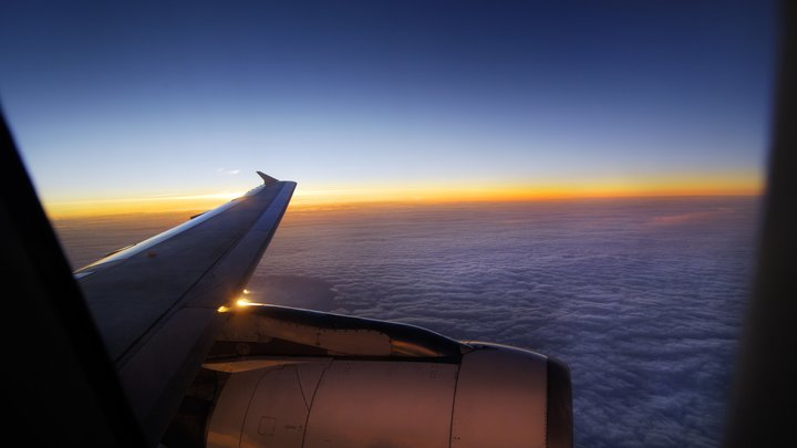 Пассажиры рейса Петербург - Москва летели на борту с дырой в фюзеляже