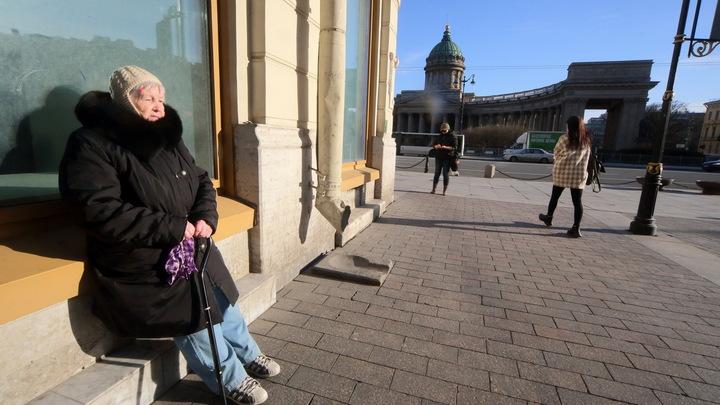 Представилась дочкой и выманила почти два миллиона рублей: в Петербурге обокрали 89-летнюю старушку