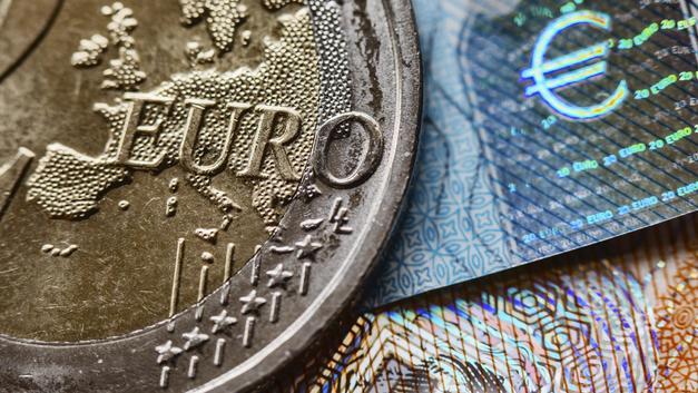 Евро обновил максимум по отношению к рублю