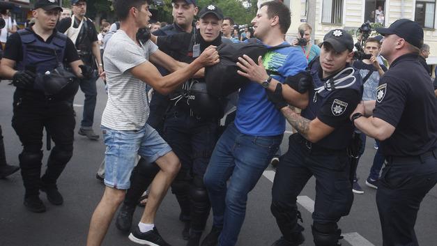 Украина не Содом: Гей-парад в Киеве закончился через 20 минут под крики и барабаны