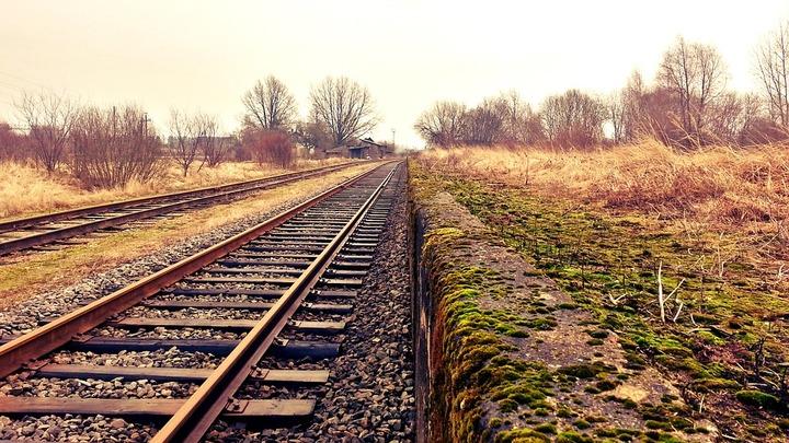 В Донецкой области радикалами перекрыта железная дорога