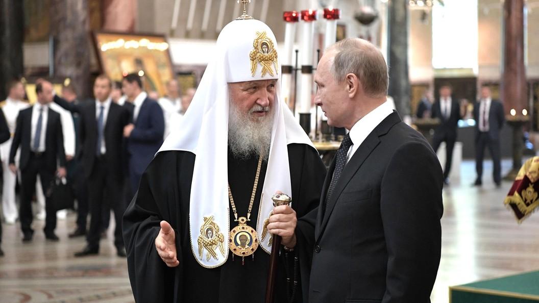Путин подарил Патриарху картину с изображением Успенского собора Кремля