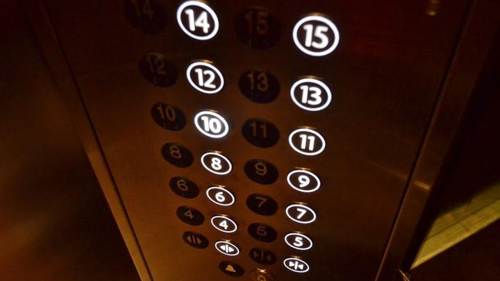 В Самарской области не успевают менять лифты