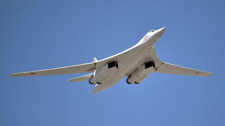 Глава Минобороны Венесуэлы лично встретил экипажи ракетоносцев Ту-160