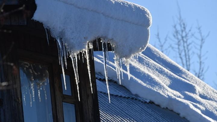 Читинка наказала управляющую компанию за упавшую с крыши на голову глыбу льда