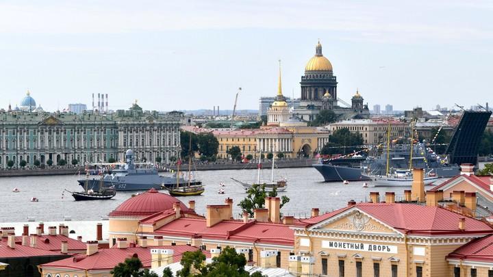 Парад ВМФ России в Петербурге: всё, что осталось за кадром, в 10 фото