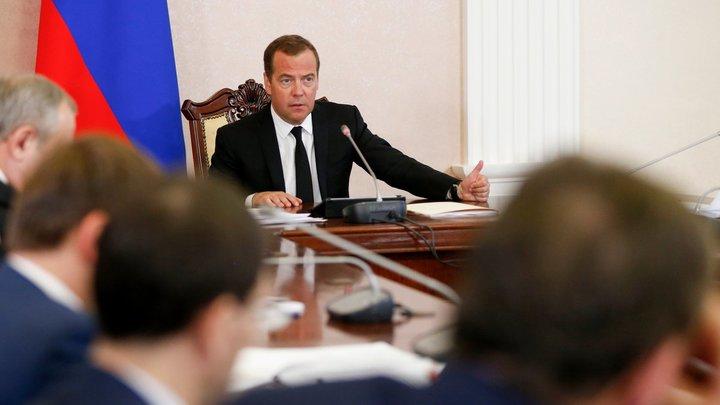 Тонкая проблема: Медведев призвал бороться с абортами родовым сертификатом