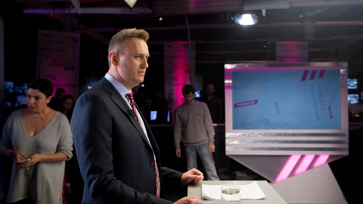 Навальному грозит штраф почти в миллион за продажного холуя