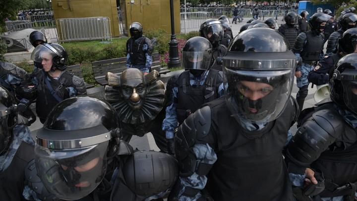 Крид и Лазарев грубо оскорбили полицейского за ударенную под дых в Москве