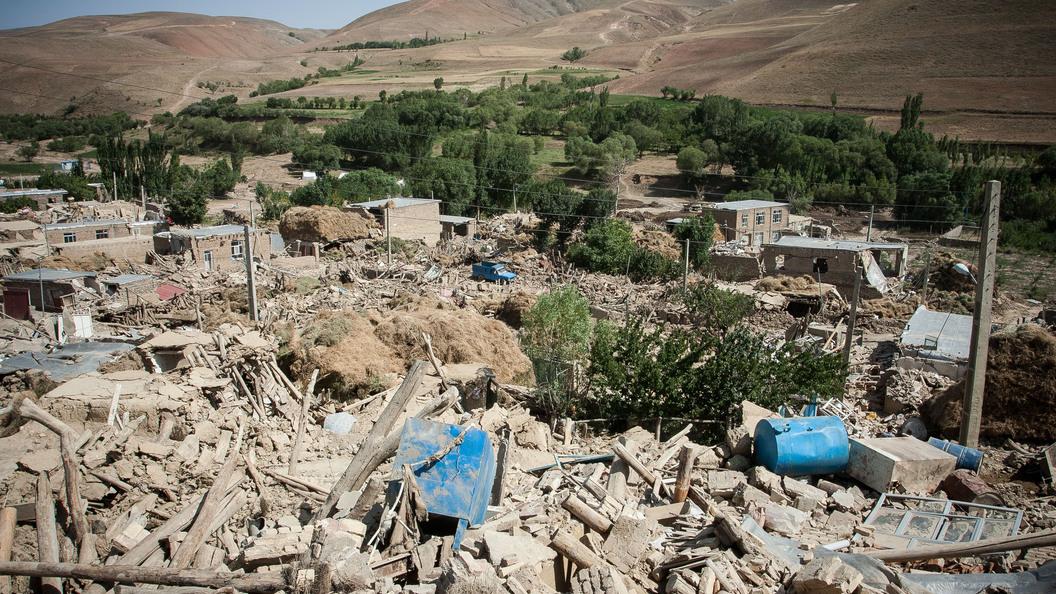 Иран сообщил о десятках жертв землетрясения, случившегося на границе с Ираком