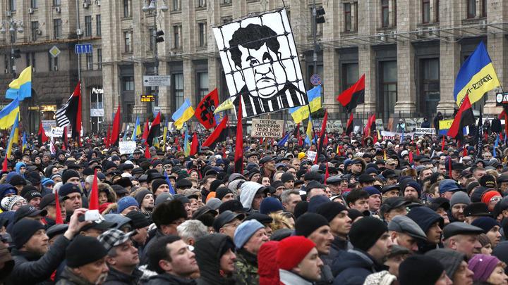 Освобождать Саакашвили из-под стражи пришли националисты и активист в тюремной робе