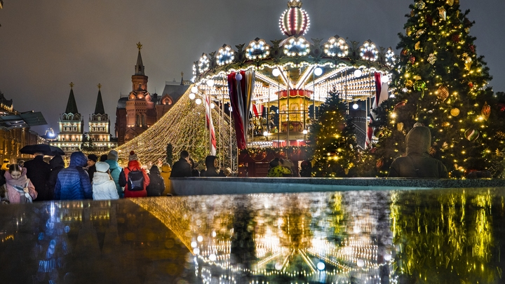 Путешествие в Рождество: Новогодняя сказка в центре Москвы удивила туристов сказочной иллюминацией