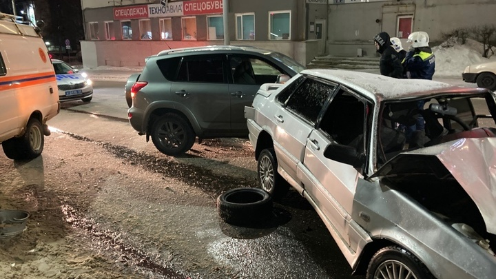 В ДТП с тремя автомобилями во Владимире пострадали пять человек