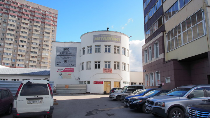 Владельца кинотеатра Металлист в Новосибирске убедили не сносить здание