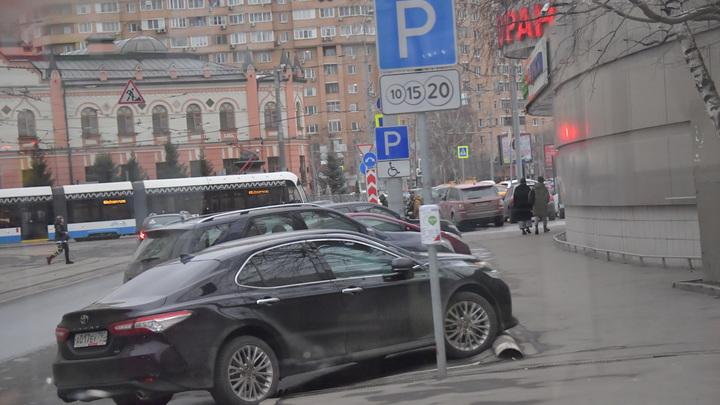 Во Владимире вступил в силу запрет на парковку у филармонии по Быковскому проезду