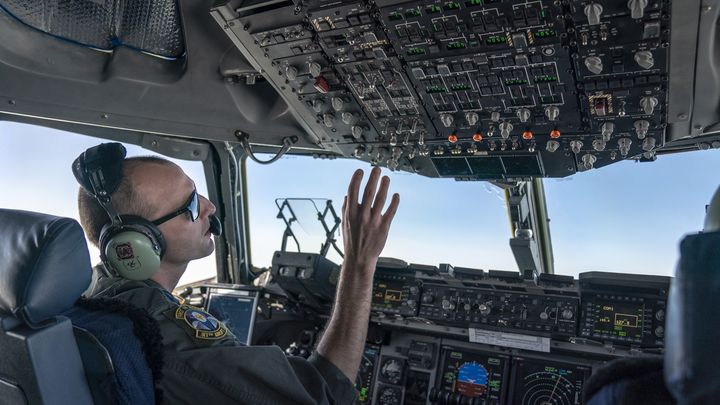 Военные США потеряли контроль: Новая гиперзвуковая ракета чуть не наделала огромных бед