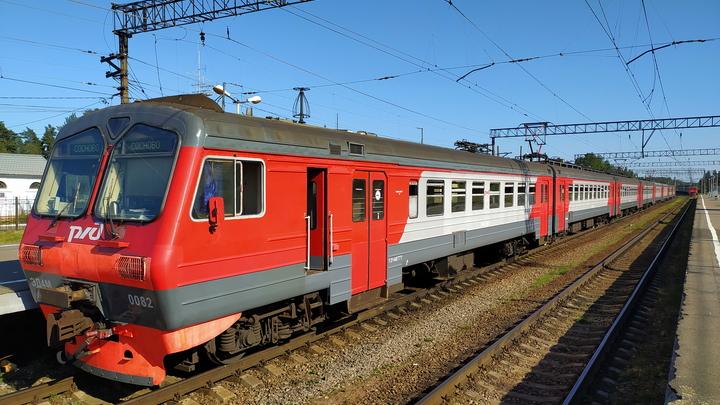 Поезд протаранил цементовоз в Калужской области: Под угрозой оказались сотни пассажиров