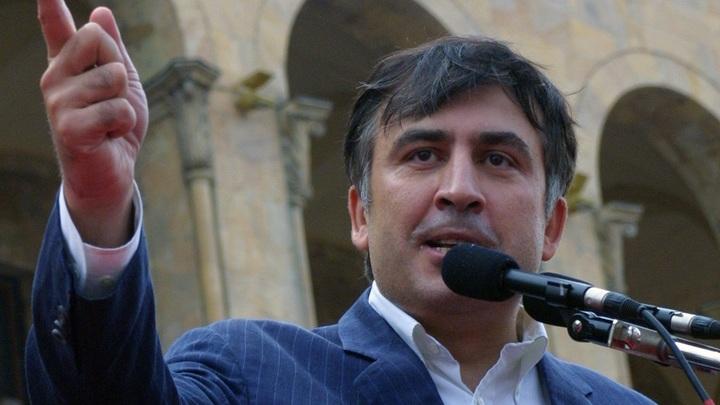 Спрятался за спиной: Саакашвили пытались избить костылем в эфире украинского ТВ