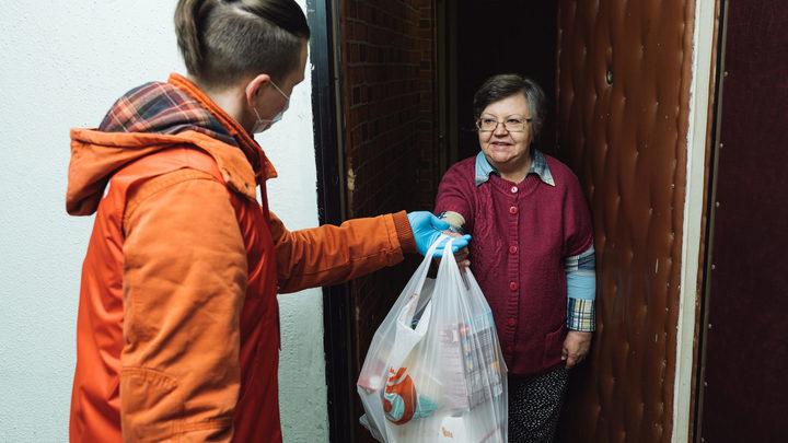 Волонтеры #МыВместе помогли 800 пожилым жителям Санкт-Петербурга
