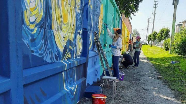 Картины Ван Гога появились на бетонных ограждениях одной из улиц Прокопьевска